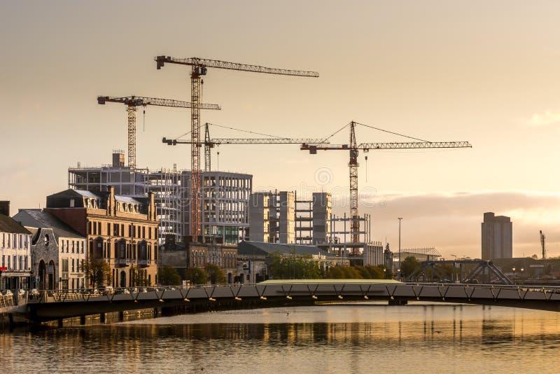 Cork Ireland Industrial scenview River Lee reflectiecrane Building royalty-vrije stock foto