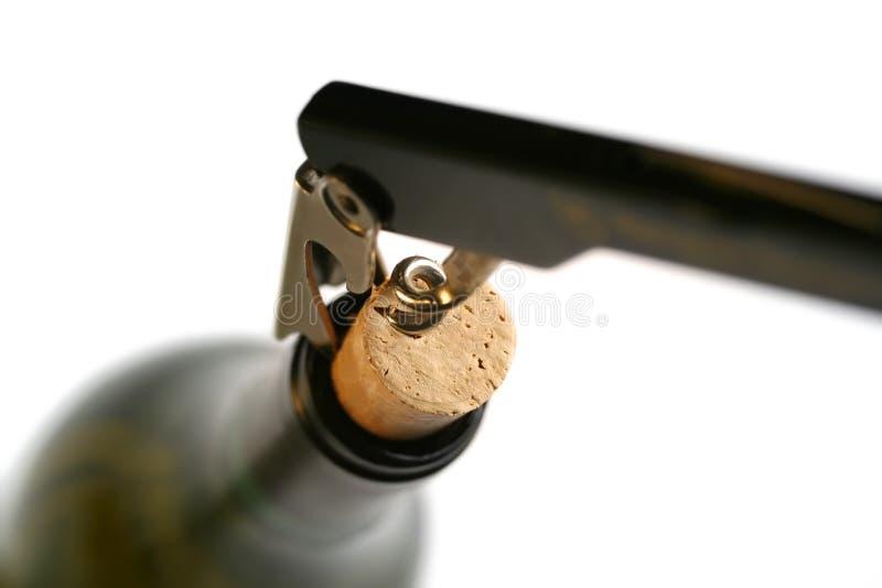 Corkscrew no frasco de vinho imagens de stock