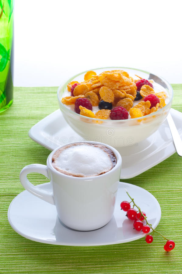 Download Corn Flakes And Fresh Berries Royalty Free Stock Photography - Image: 13884367
