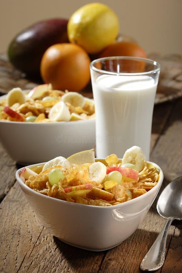 Corn Flakes Mit Früchten Stockfotografie