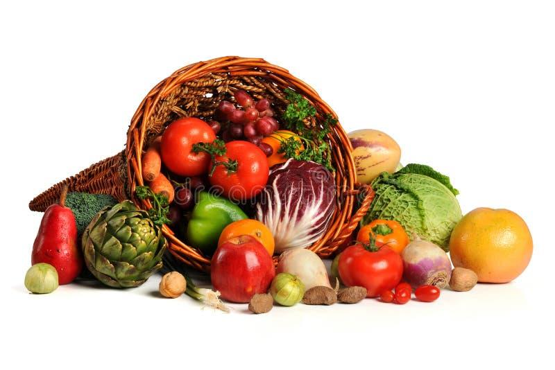 Corne d'abondance avec les fruits et légumes frais image libre de droits
