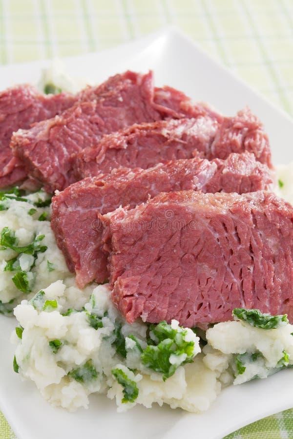 Corned-Beef mit Colcannon stockfotografie