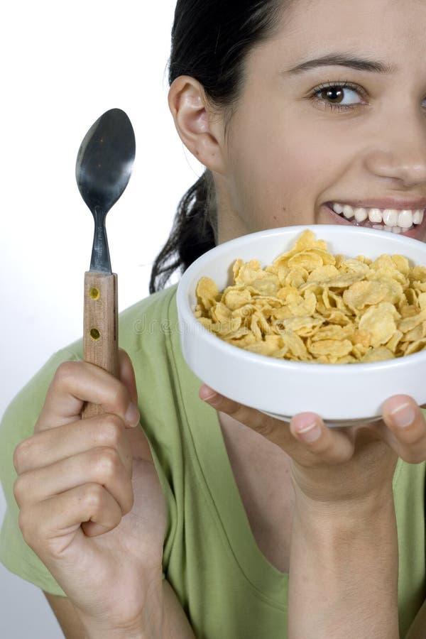 cornflakes есть девушку стоковое фото
