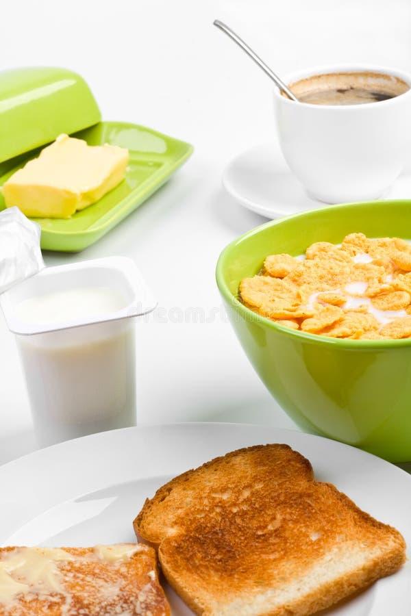 Cornflakes, dois brindes e café imagem de stock