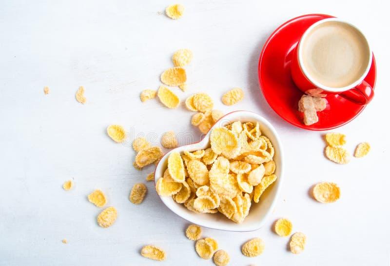 Download Cornflakes et café image stock. Image du forme, éclailles - 77158331