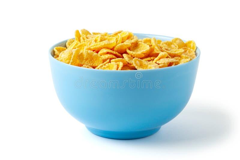 Cornflakes secs de petit d?jeuner Plat bleu compl?tement de c?r?ale D'isolement sur le fond blanc photographie stock