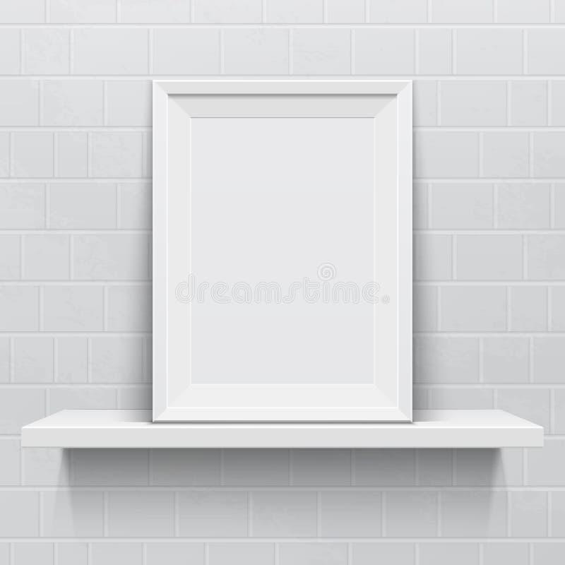 Cornice realistica sullo scaffale realistico bianco royalty illustrazione gratis