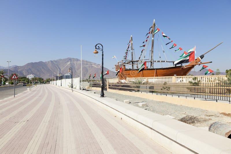 Corniche dans Khor Fakkan, EAU image libre de droits