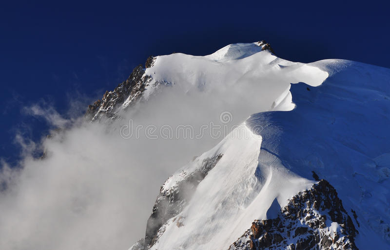 Corniche de neige sur Mont Blanc du Tacul image stock
