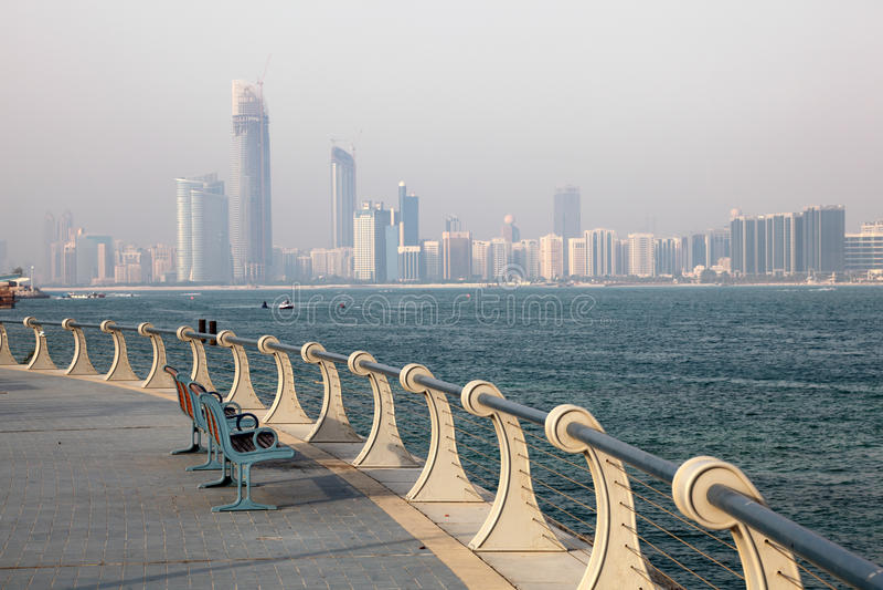 Corniche em Abu Dhabi foto de stock royalty free
