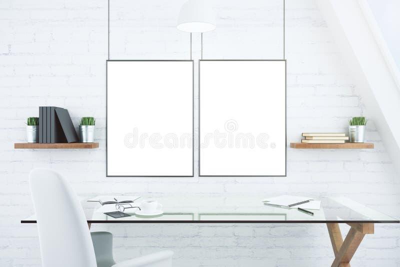 Cornici bianche in bianco sul muro di mattoni in ufficio moderno con il g immagine stock