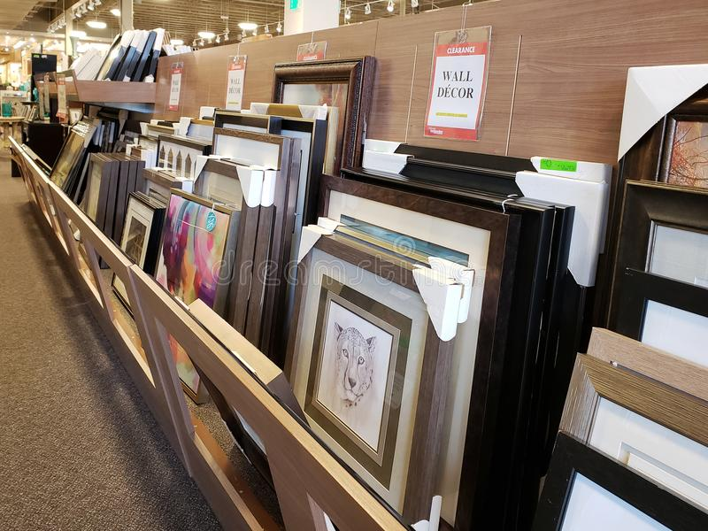 Cornici da vendere al mercato della mobilia, TX U.S.A. immagine stock