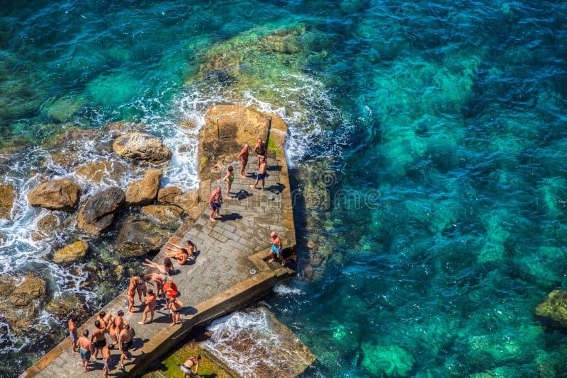 Corniglia, Cinque Terre,意大利-人们 免版税库存照片