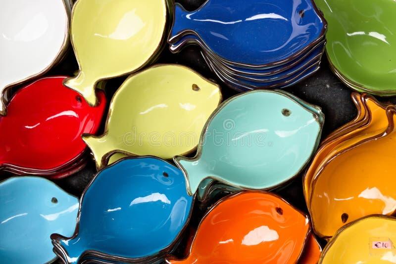 Corniglia, Cinque Terre Decorazioni ceramiche fatte a mano che rappresentano le stelle di mare colorate fotografia stock libera da diritti