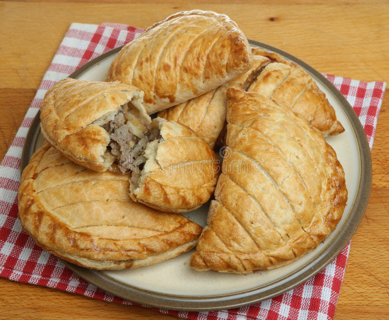 Cornish πίτες στο πιάτο στοκ εικόνες με δικαίωμα ελεύθερης χρήσης