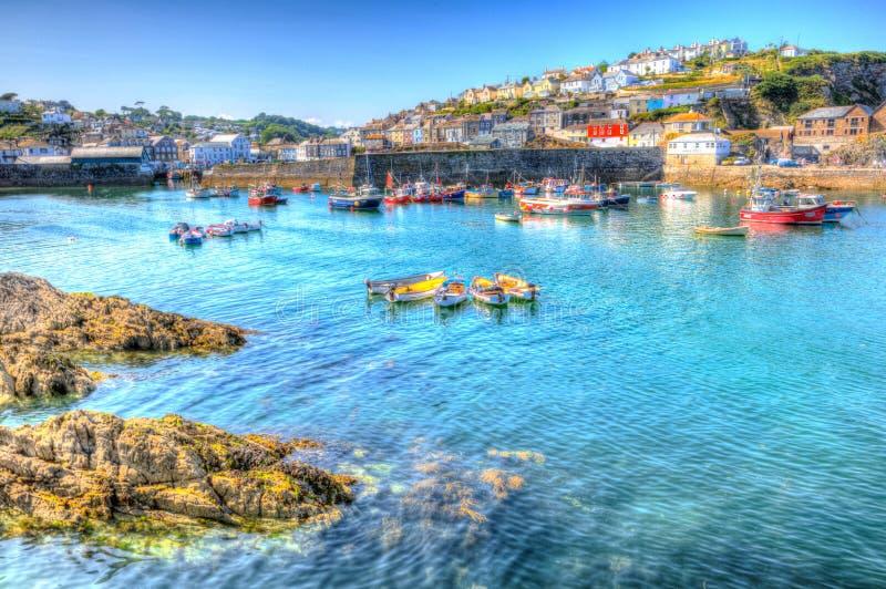 Cornwall het UK van de Mevagisseyhaven blauwe overzees en hemel op een mooie de zomerdag in trillend en kleurrijk HDR royalty-vrije stock foto