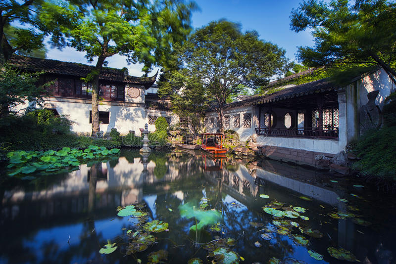 Coroa atrasada Yunfeng de Suzhou do jardim fotos de stock royalty free
