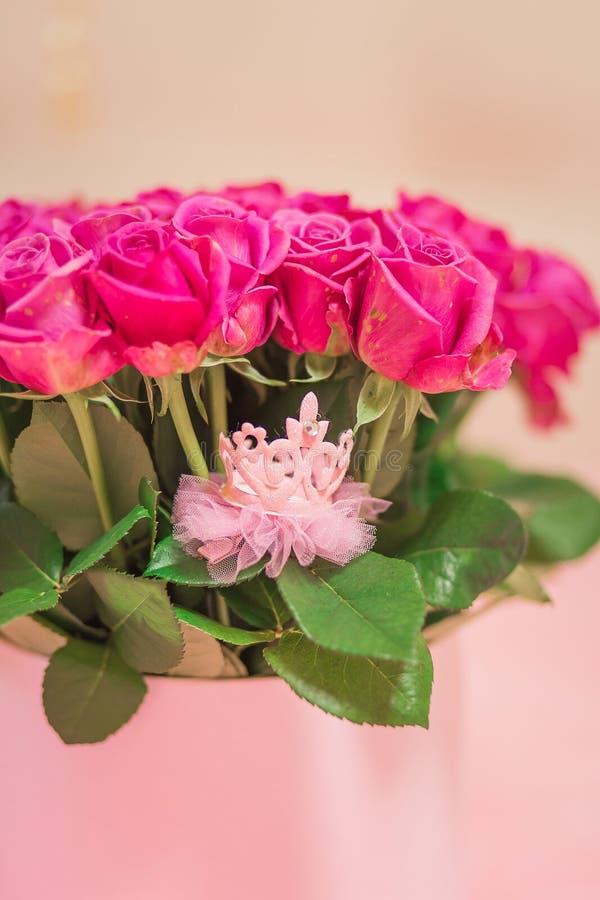 Coroa cor-de-rosa brilhante para a menina imagem de stock