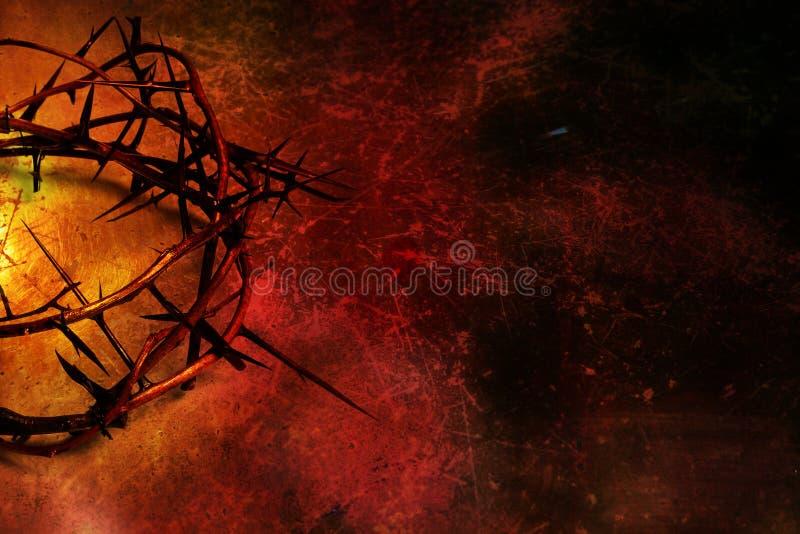 Coroa de espinhos no vermelho e no fundo do grunge do ouro imagem de stock