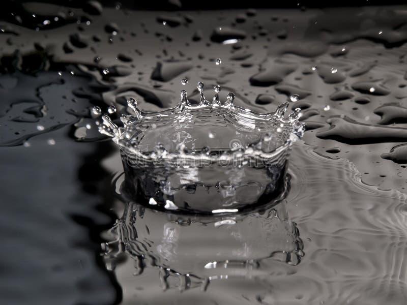 Coroa do respingo da gota da água de B&W foto de stock royalty free