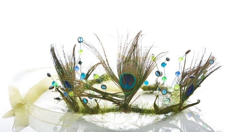 Coroa velha feita das penas do pavão imagem de stock