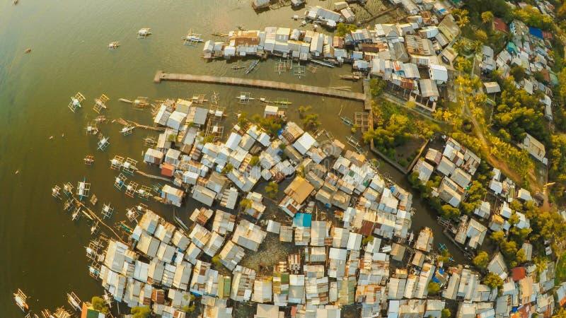 Coron för flyg- sikt stad med slumkvarter och det fattiga området PALAWAN Bu royaltyfria foton