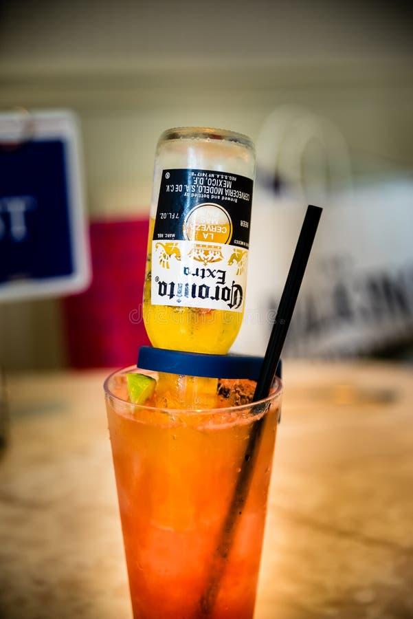 Corona Beer mengde zich met sap royalty-vrije stock afbeelding