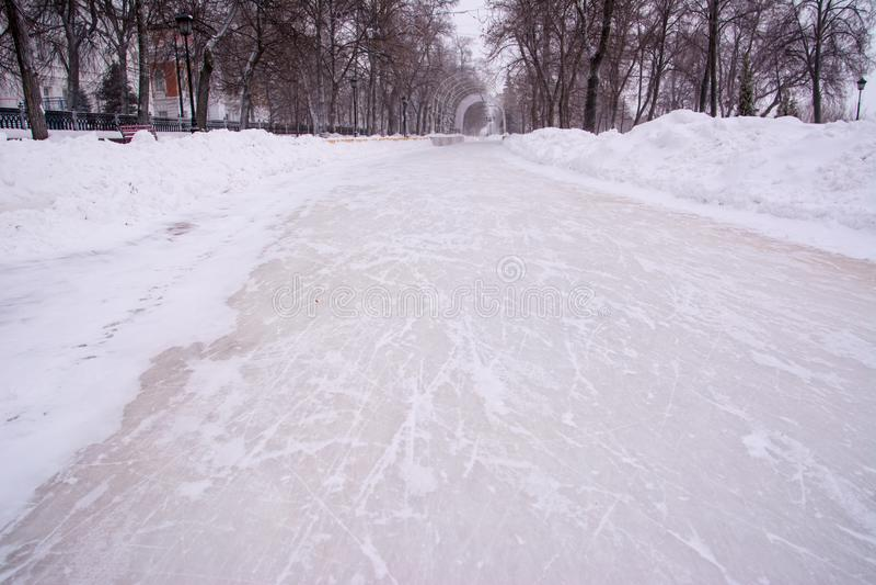 Corona del callejón El fondo de la nieve, hielo rasguñó patines imagen de archivo libre de regalías