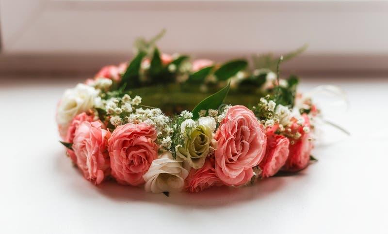 Corona delle rose rosa e bianche fotografia stock libera da diritti