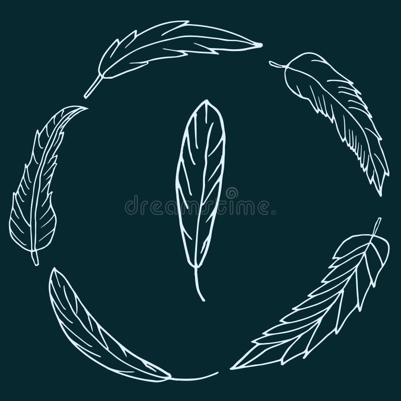 Corona disegnata a mano delle piume su fondo verde scuro fotografia stock libera da diritti