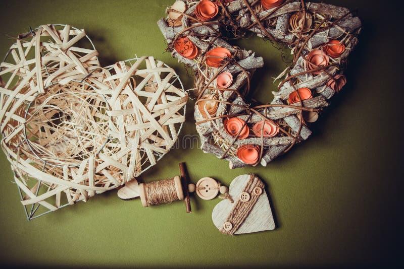 Corona fatta a mano di legno in una forma di cuore fotografia stock libera da diritti