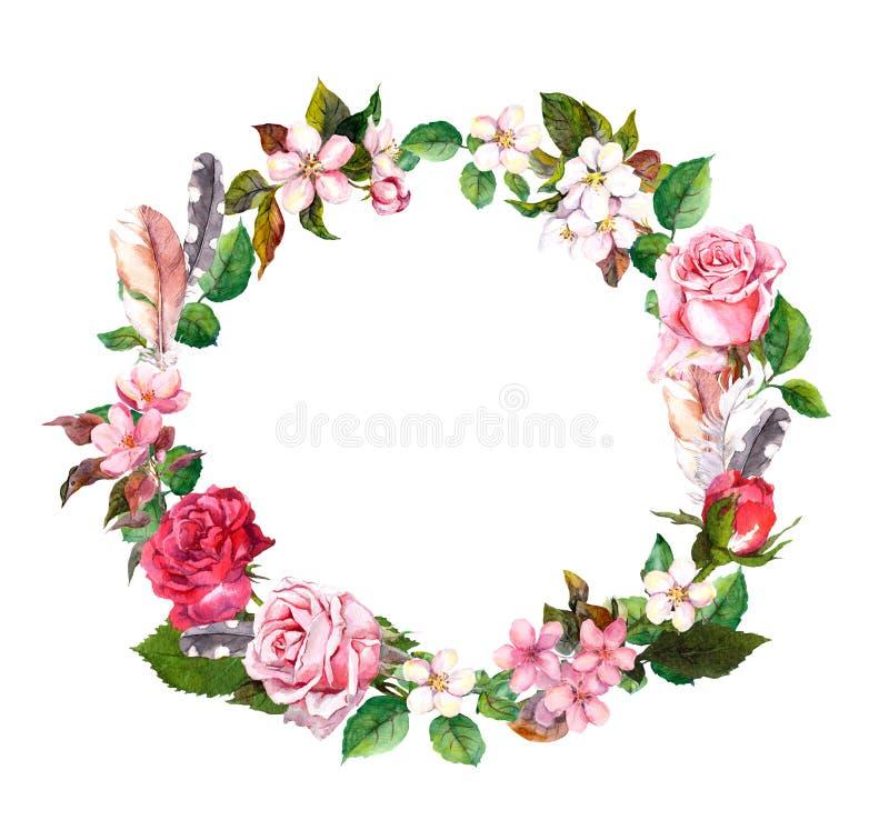 Corona floreale con la mela, i fiori della ciliegia, il fiore di sakura, i fiori delle rose e le piume Confine rotondo dell'acque illustrazione vettoriale