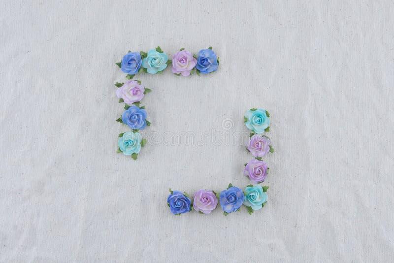 Corona quadrata fatta dai fiori di carta della rosa blu di tono fotografie stock