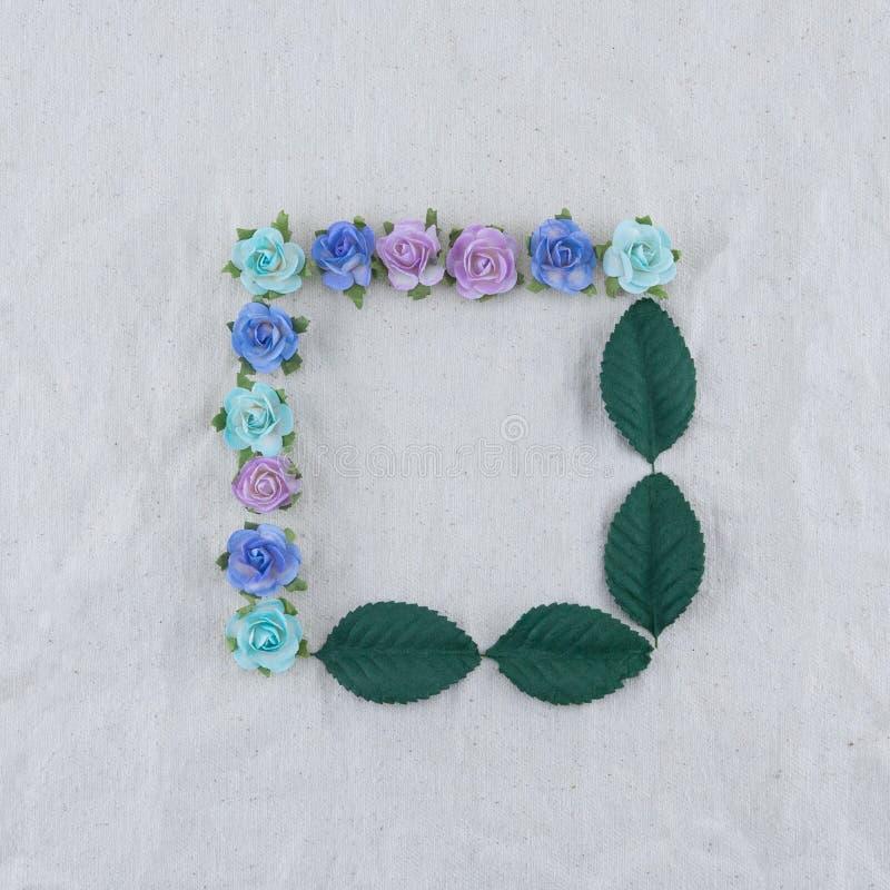 Corona quadrata fatta dai fiori di carta della rosa blu di tono immagini stock libere da diritti
