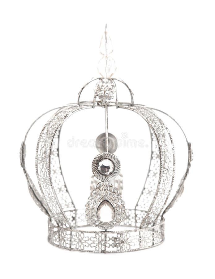 Corona real con las joyas y hecha del oro blanco o de la plata en un fondo blanco imagen de archivo libre de regalías