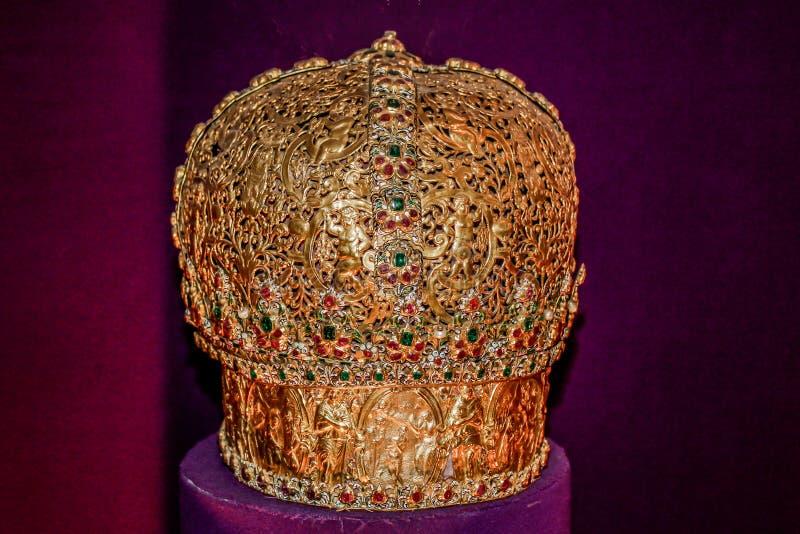 Corona real del oro imagen de archivo libre de regalías