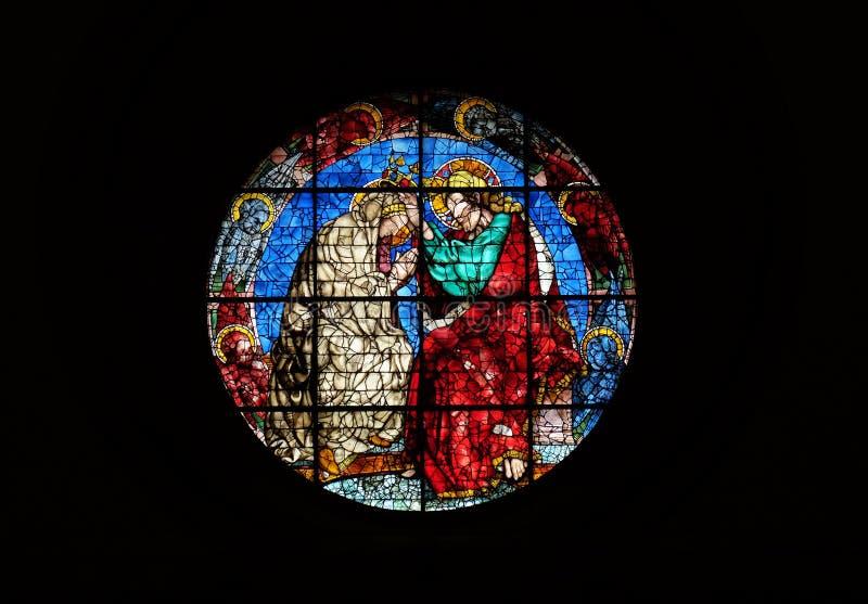 Coronación de la Virgen de Donatello, vitral en los di Santa Maria del Fiore de Cattedrale en Florencia imagen de archivo libre de regalías