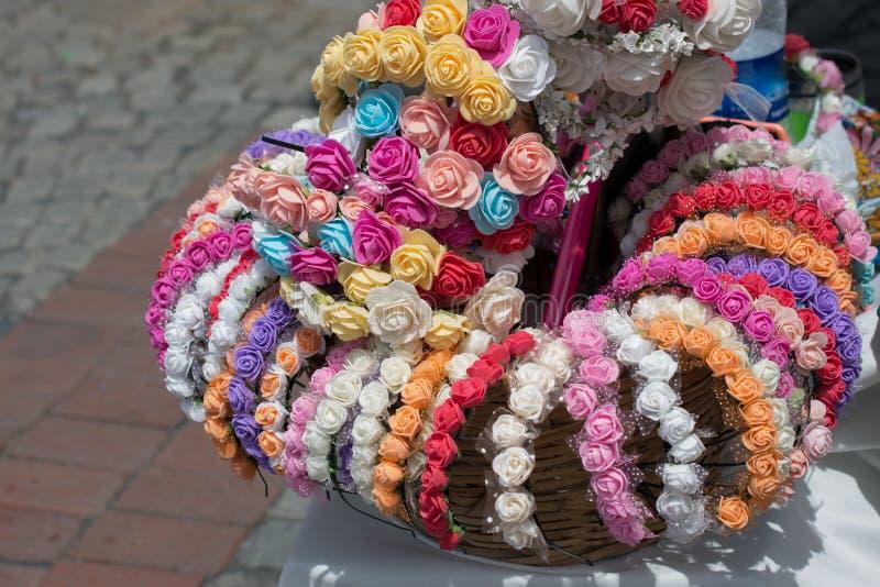 coronas coloridas hechas de flores falsas imágenes de archivo libres de regalías