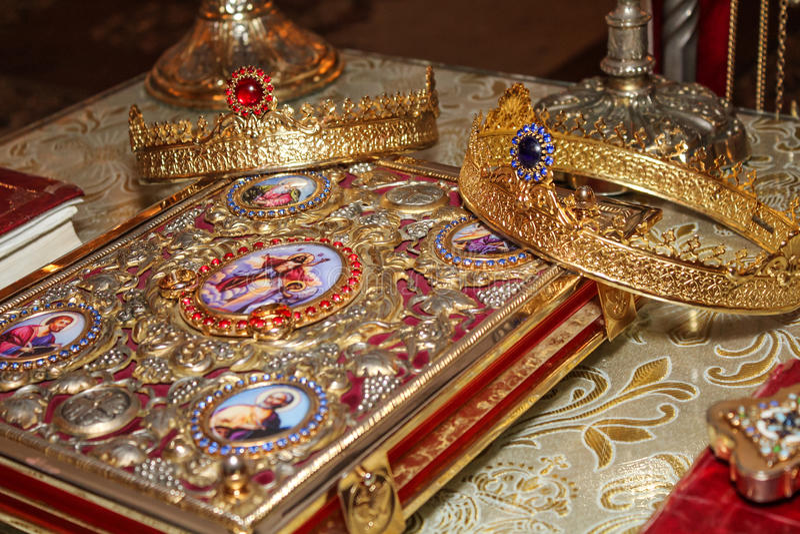 Coronas de la boda imágenes de archivo libres de regalías