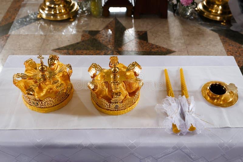 Coronas de la boda fotos de archivo