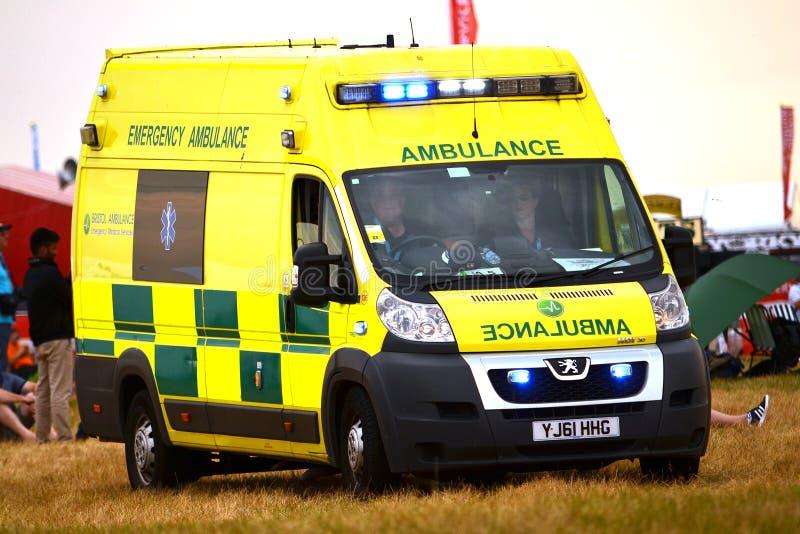 Coronavirus, Britse pandemie, COVID-19-ambulance in het ziekenhuis stock foto's