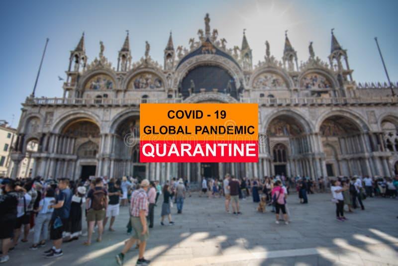 Coronavirus COVID-19 Globale Pandemie-Quarantäne-Schild über venezianischem Stadthintergrund stockfotografie