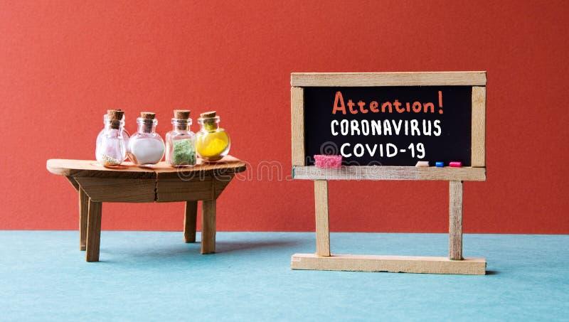 Coronavirus COVID 19 Tableau noir avec les mots écrits à la main avertissant d'une menace épidémiologique de virus photo stock