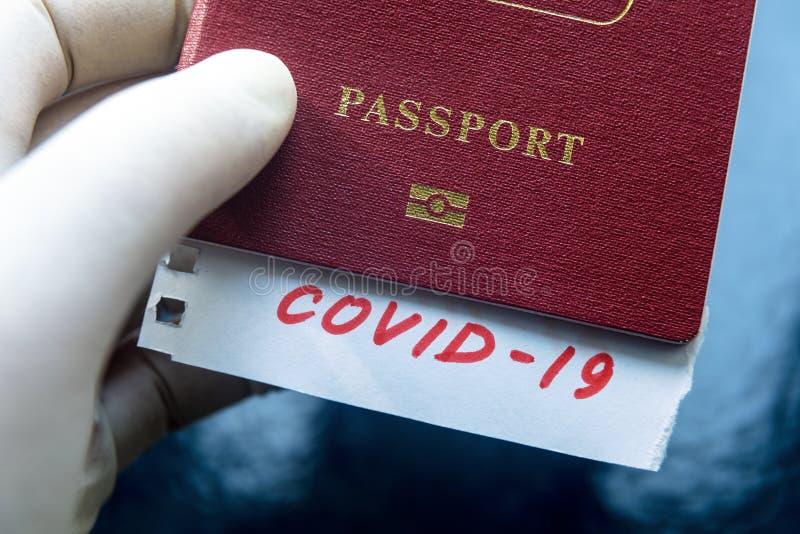 Coronavirus et concept de voyage Note COVID-19 et passeport Éclosion du virus de la corona néenne La propagation de l'épidémie à  photos libres de droits