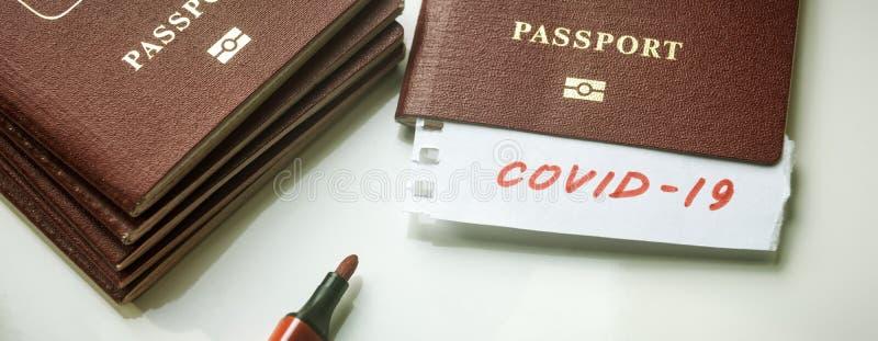 Coronavirus et concept de voyage Note COVID-19 coronavirus et passeport Éclosion du virus de la corona néenne Propagation de l'ép image libre de droits