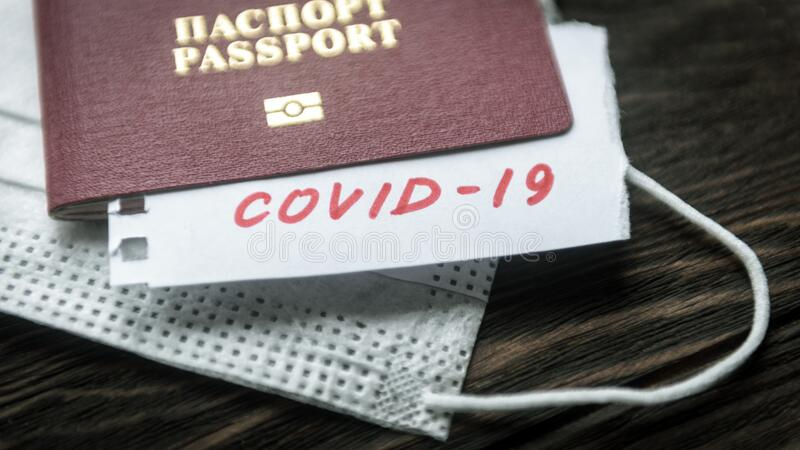 Coronavirus et concept de voyage Note COVID-19 coronavirus, passeport et masque Épidémie de virus de Corona, épidémie à Wuhan, Ch photo stock
