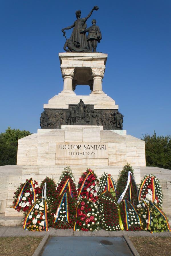Corone al monumento sanitario di eroi fotografie stock