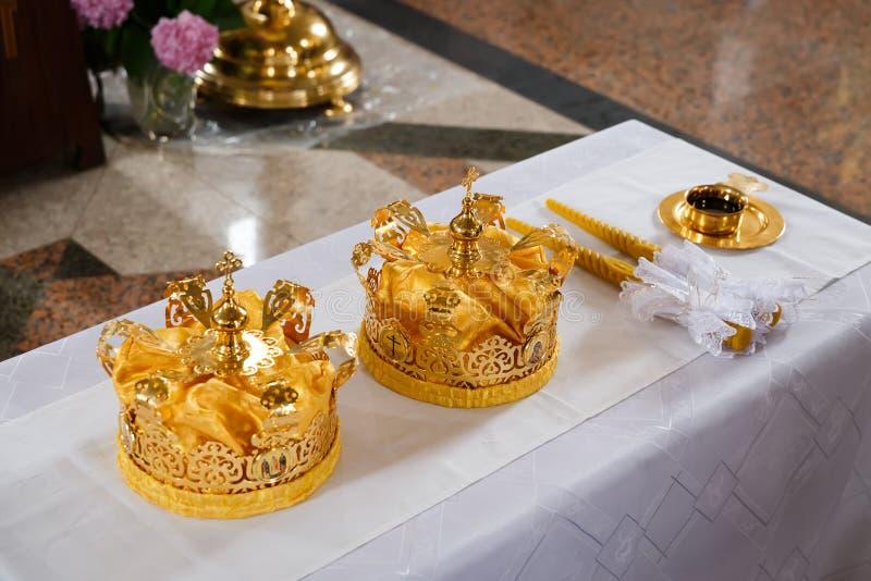 Corone di nozze fotografie stock