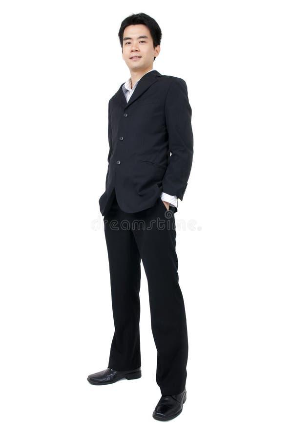Corpo cheio de um executivo asiático novo de sorriso fotografia de stock royalty free