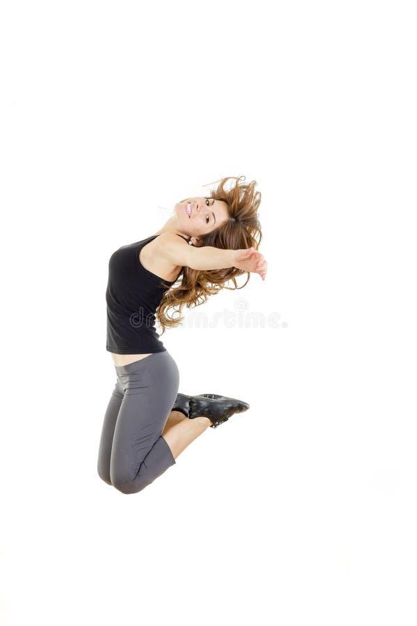 Corpo completo do salto bonito novo alegre da menina ou da mulher do ajuste foto de stock